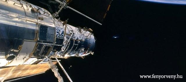 Idegen hajó az űrállomás mellett (KÉPSOROZAT ÉS VIDEÓ)