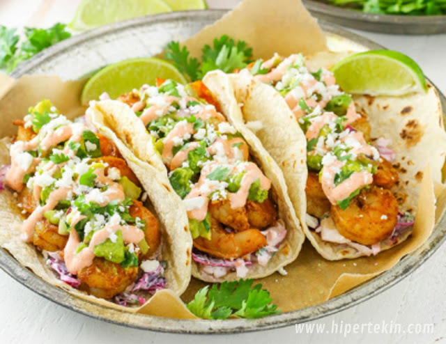 SPICY SRIRACHA SHRIMP TACOS