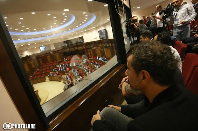 Serj Tankian asiste a la nominación de Pashinyan