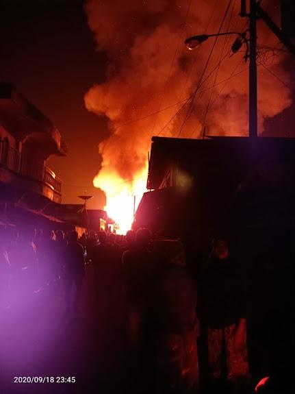 Pasar Pujon Membara, Puluhan Bangunan Luluh Lantak Dilahap Si Jago Merah