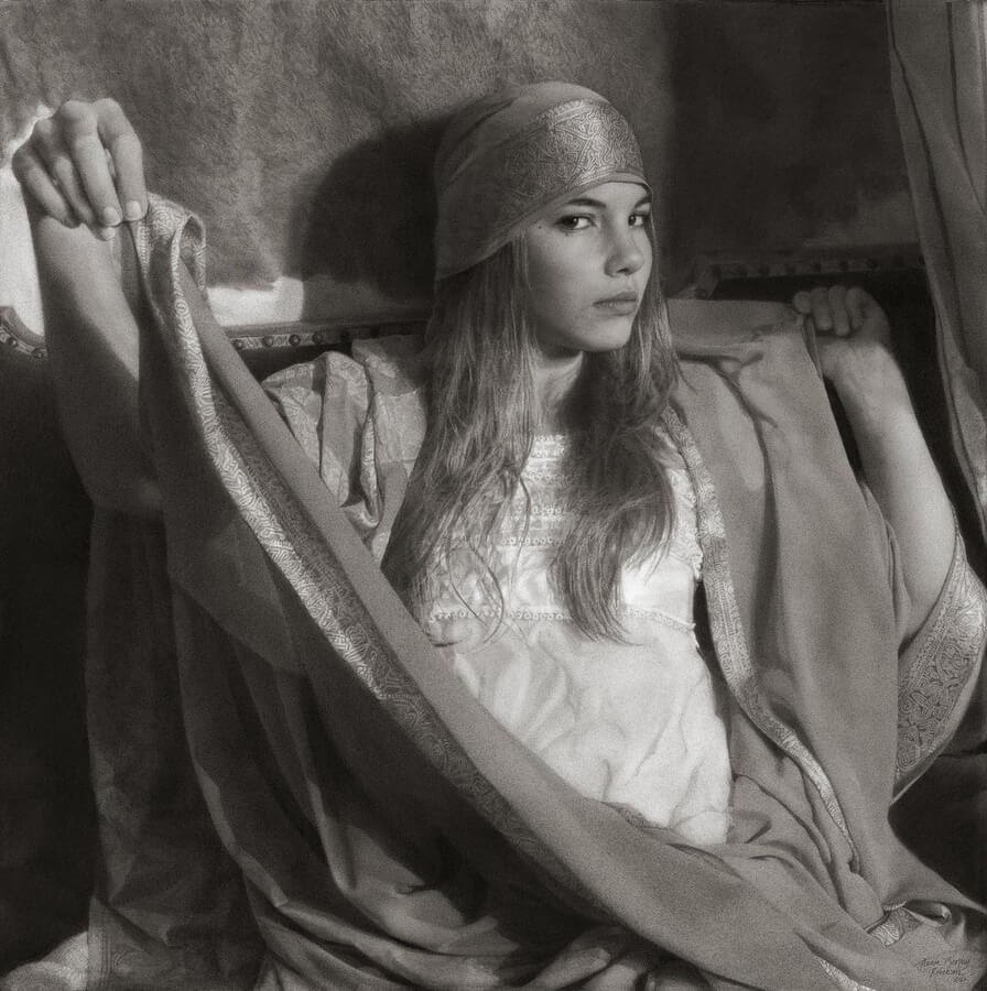 09-Charcoal-Portraits-Annie-Murphy-Robinson-www-designstack-co