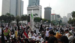 Puluhan Ribu Massa Parade Tauhid Penuhi Patung Kuda