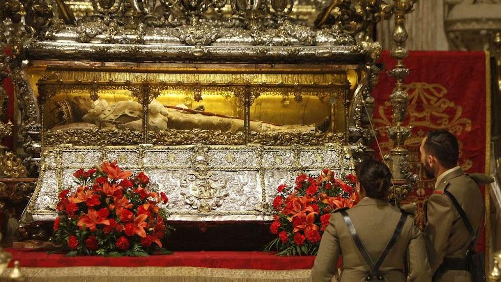 Urna de São Fernando, na Capela Real da catedral de Sevilha