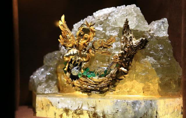 Lago dos cisnes, 1959, ouro, diamantes, safiras, águas-marinhas, esmeraldas, cristais de montanha.