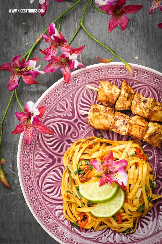 Thai Chili Nudeln Rezept mit Chicken Satay Hähnchen Spiessen