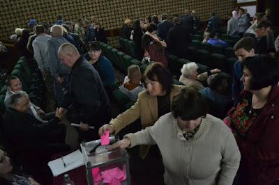 Голосование за объединение громад в Олешках. Фото Андрей Андреев