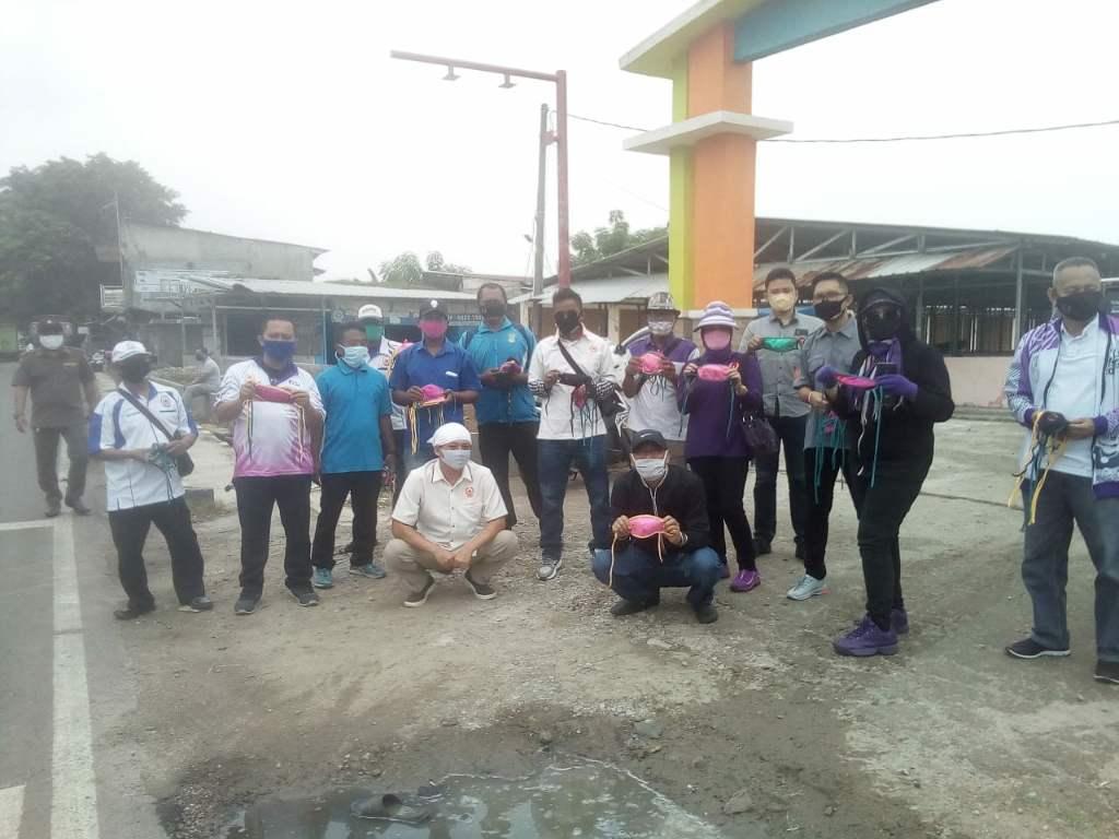 KONI Kabupaten Tangerang Berbagi Masker Di Pakuhaji  >> https://www.onlinepantura.com/2020/04/koni-kabupaten-tangerang-berbagi-masker.html