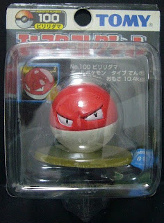 Voltorb Pokemon figure Tomy Monster Collection black package series