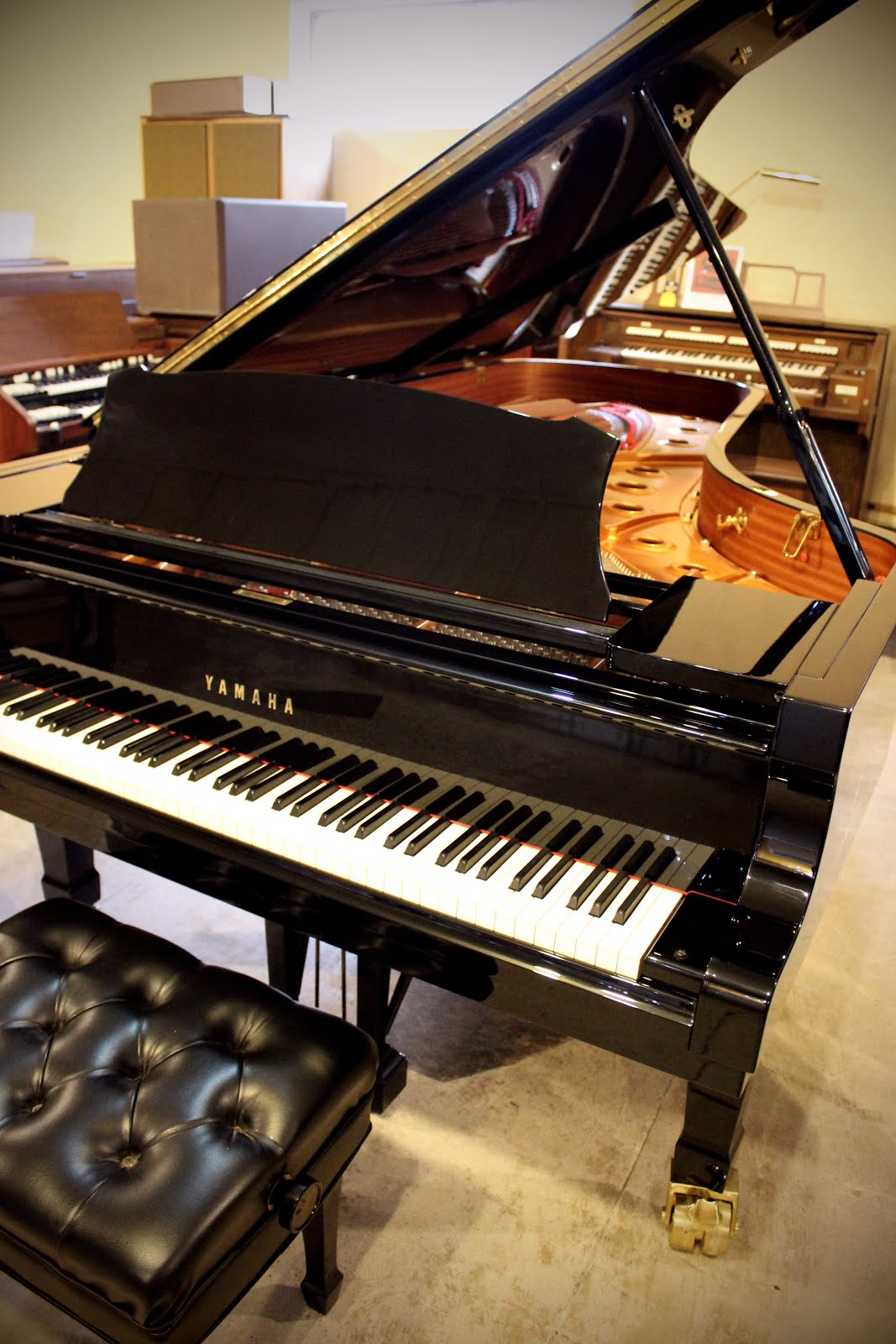 yamaha 9 foot concert grand piano used pianos and keyboards. Black Bedroom Furniture Sets. Home Design Ideas