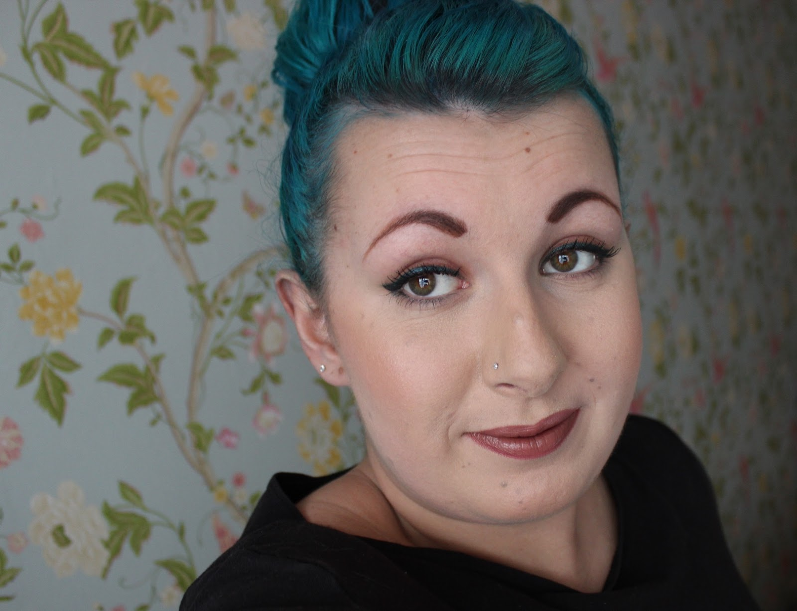 simple teal eyeliner look