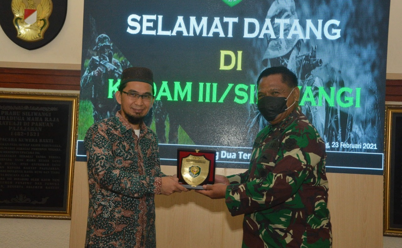 Ustadz Adi Hidayat Akan Umrohkan 30 Prajurit Kodam III Siliwangi