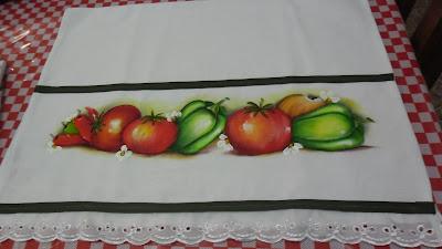 pano de copa com pintura de tomates e pimentoes