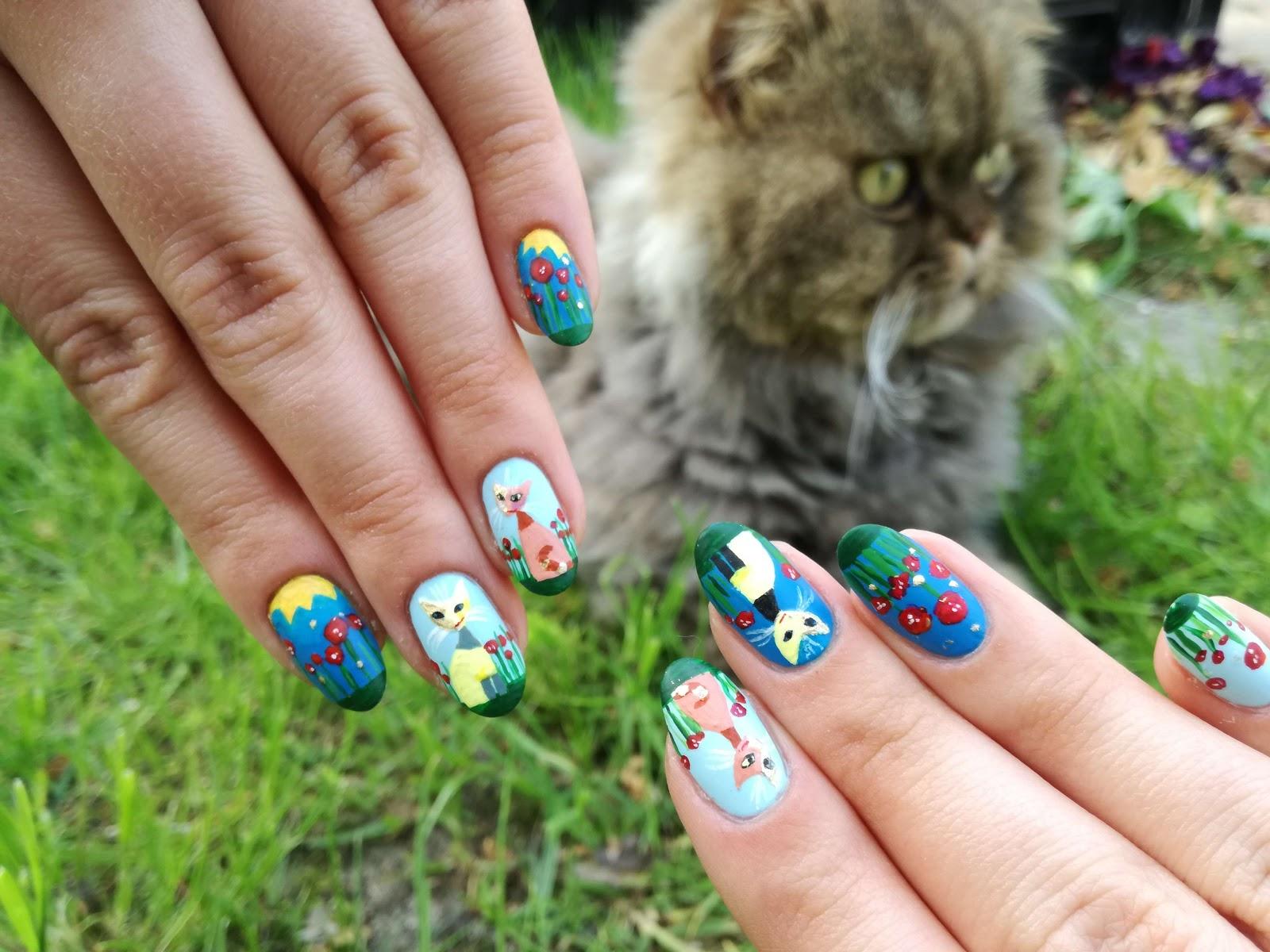 koty na paznokciach i na trawie
