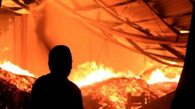 Kebakaran Di Mal Panakkukang Square Makassar, Baru Padam Siang Hari