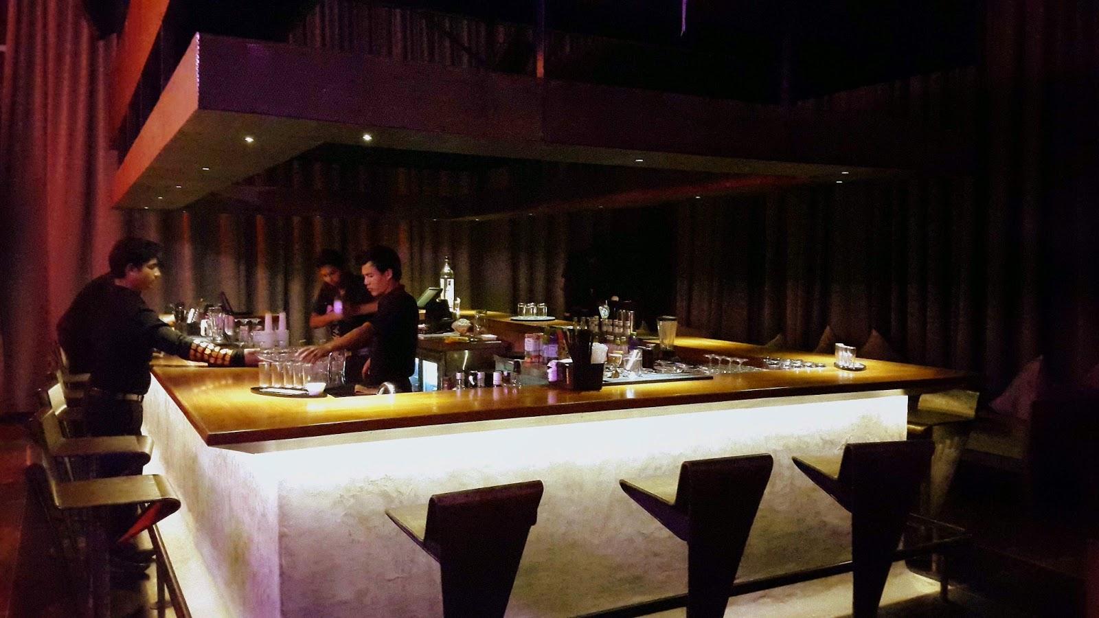 Komatose Bar