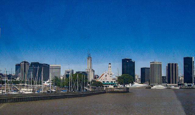 A chegada a Buenos Aires a bordo do catamarã da Buquebus