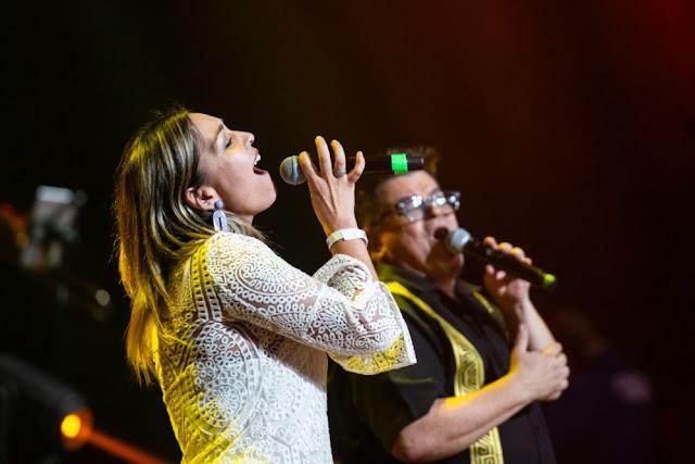 """Joe Vasconcellos y Denisse Malebrán se juntan en versión en vivo de """"Quieto"""""""