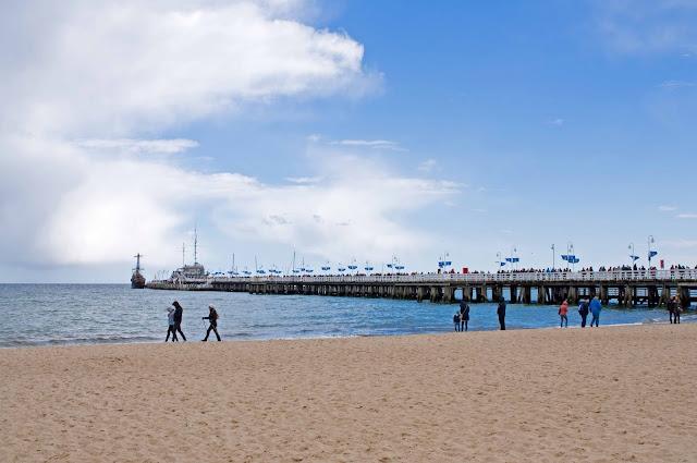 widok na molo w Sopocie od strony plaży