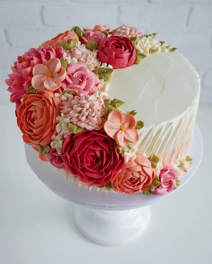 09-Flowers-Leslie-Vigil-Themed-Decorated-Cakes-www-designstack-co