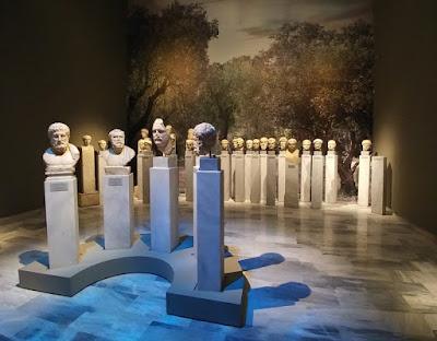 Δύο αρχαίες λύρες σε έναν διάλογο για θεούς και θνητούς στο Εθνικό Αρχαιολογικό Μουσείο