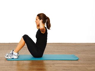 Cara Sit Up yang Baik dan Benar Bisa Dilakukan Dengan 4 Poin Ini