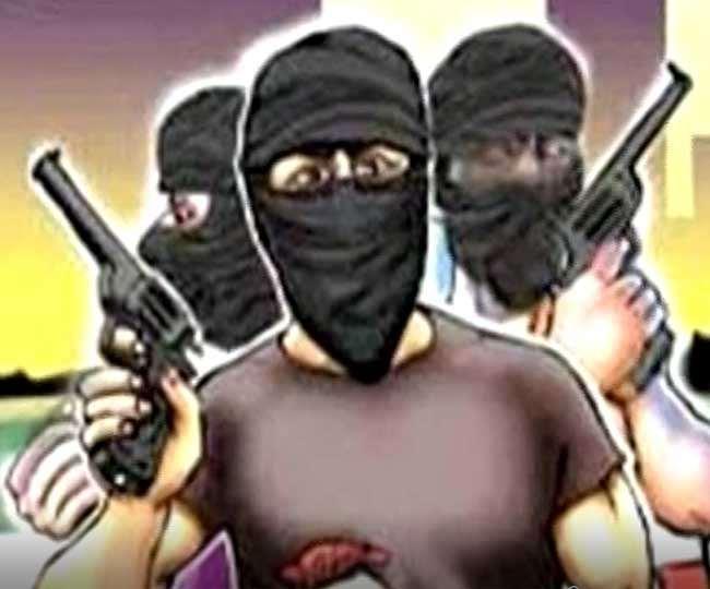 Breaking News: हथियारबंद लुटेरों ने पंजाब नेशनल बैंक से लूटे 60 लाख रुपये, घटना में एक आदमी घायल