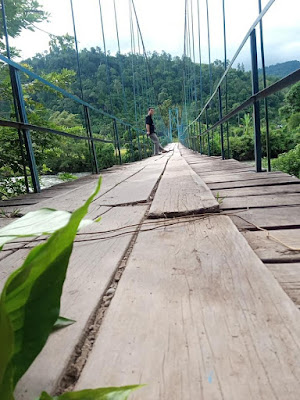jembatan gantung kayu aro surantih