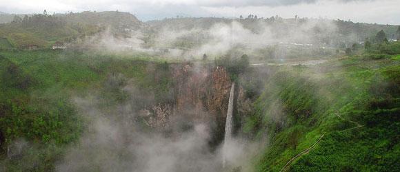 Objek Wisata di Tanah Karo: Air Terjun Sipiso-piso