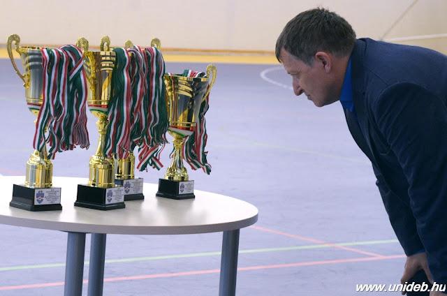 Három bajnokcsapatot avattak kedden este a Debreceni Egyetem sportegyesületének szezonzáró ünnepségén a Dóczy József utcai sporttelepen.