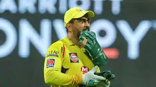 experience-matter-on-ground-dhoni