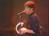 videos-musicales-de-los-90-danza-invisible-a-este-lado-de-la-carretera