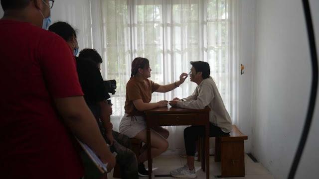 Bea Serendy saat syuting videoklip lagu Sampai Matahari Berhenti Bersinar. (Dok. Istimewa)