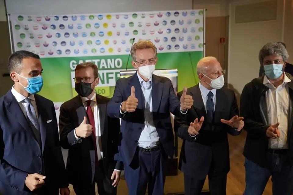 Gaetano Manfredi festeggia la vittoria con De Luca, Di Maio e Fico