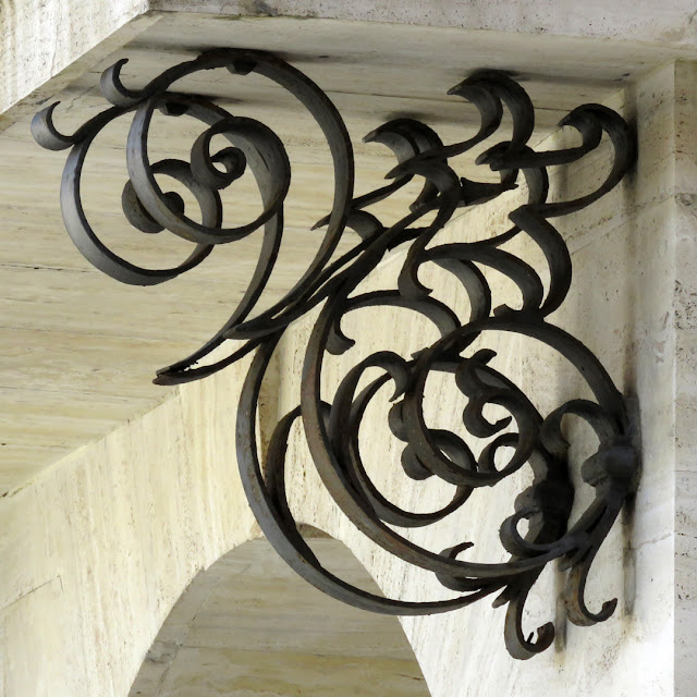 Brackets of the balcony of the Grand Ducal Palace, Piazza del Municipio.