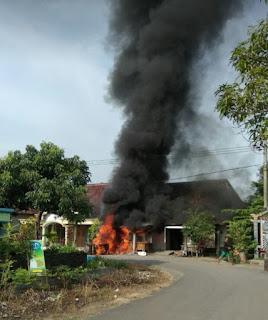 Konsleting Saat Isi BBM, SPBU Mini Milik Warga Kedungpanji Terbakar