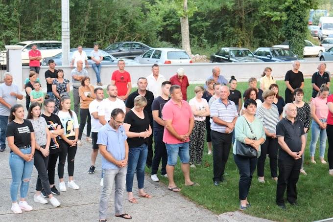 FOTO: Vjernici održali molitveni skup potpore za don Dragu Ćurkovića