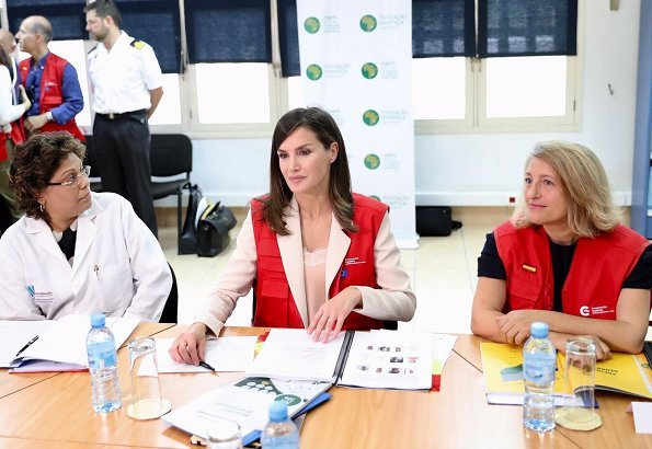 The cyclone affected the center of Mozambique and hit its second most populated city, Beira. Queen Letizia is wearing Hugo Boss