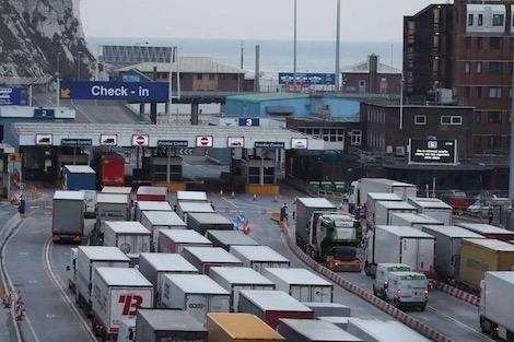 أوساط أعمال بريطانية تخشى الفوضى الاقتصادية