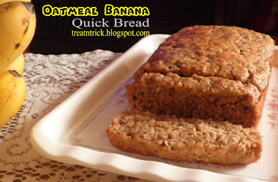 Oatmeal Banana Quick Bread Recipe @ treatntrick.blogspot.com