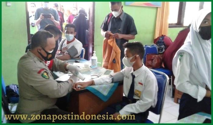 Jelang Proses Pembelajaran Tatap Muka (PTM), Gerai Vaksin Polres Situbondo Diserbu Pelajar SMP Negeri 5