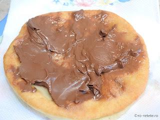 Langos unguresc cu ciocolata reteta de casa retete mancare scovergi prajite langosi fineti gustare fast food stradala scovarda patiserie,