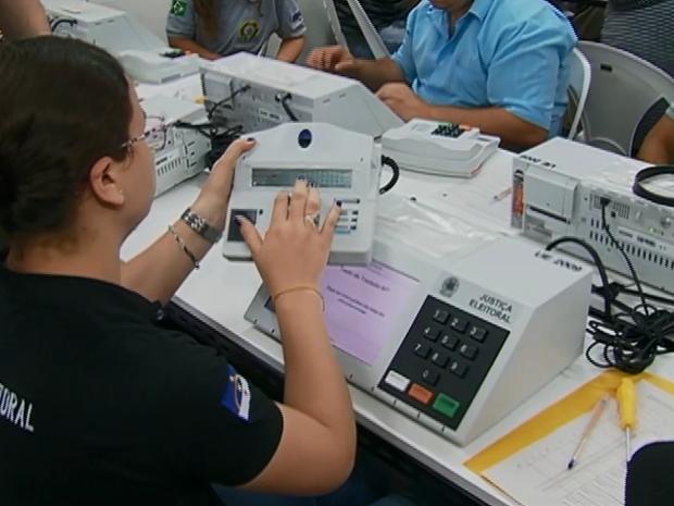 preparação das urnas eletrônicas da Zona Eleitoral