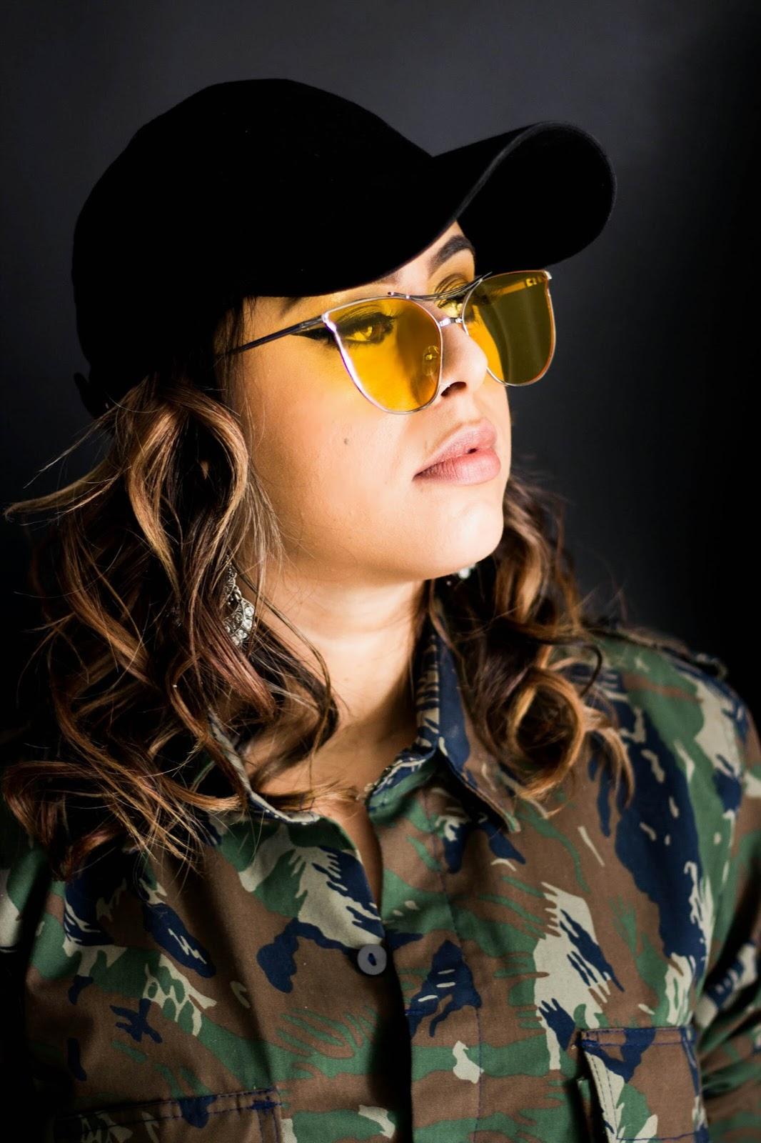 Se tem uma tendência forte de óculos para essa temporada, com certeza é o  óculos de sol com lente amarela – super clara e transparente, que você  enxerga os ... 4caccdb98e