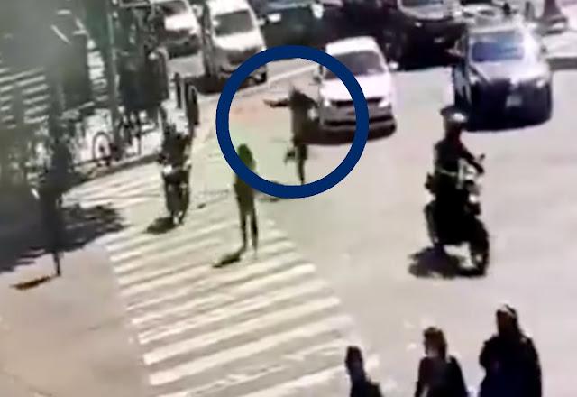 Video.- Corriendo y echando balas... Así fue como Sicario del mal intento robar a hombre que hacia instantes retiro dinero del banco