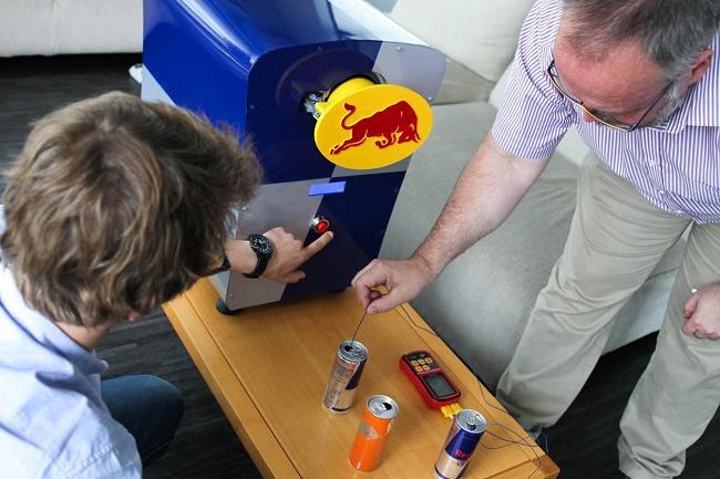Red Bull Tech Lab 2017. Pomiar temperatury puszki - fot.Wojciech Więcławski