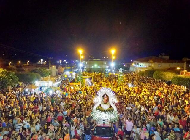 Procissão encerrou festa da padroeira de Rafael Fernandes