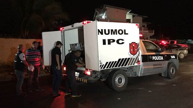 Mulher é morta por tiros disparados de dentro carro, na capital paraibana