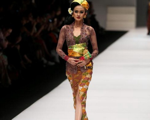 www.Tinuku.com JFW 2017, Anne Avantie brings Bali songket exotic in Kebaya fashion collection Jangi Jareng
