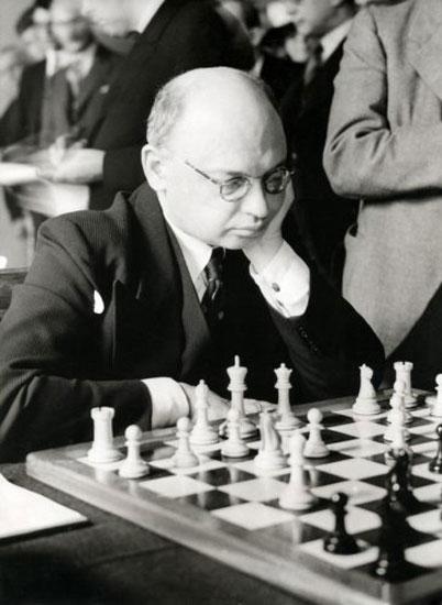 « Celui qui prend des risques peut perdre, celui qui n'en prend pas perd toujours. » selon Xavier Tartacover (1887-1956)
