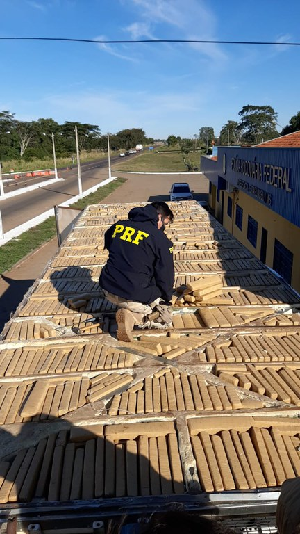 PRF apreende 860 Kg de maconha em Bataguassu (MS)